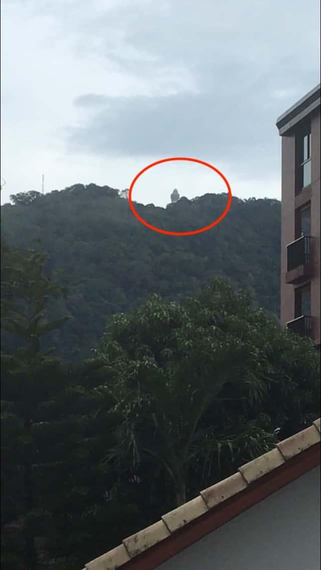 Вид на Будду из отеля на пляже Карон