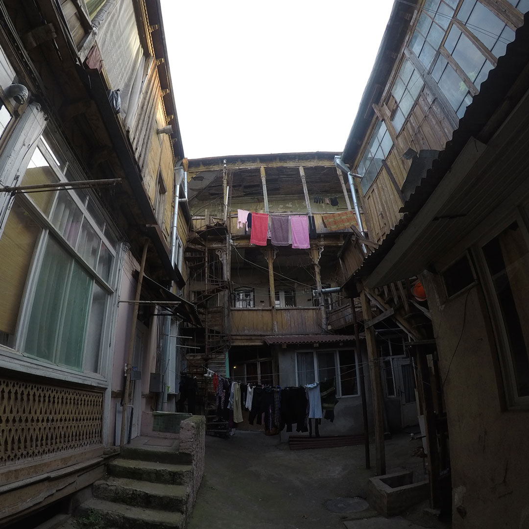 Старый двор в Тбилиси